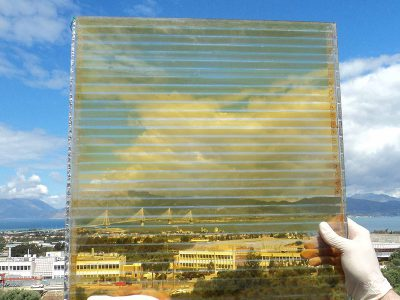 Dye sensitized solar cell with high transparency